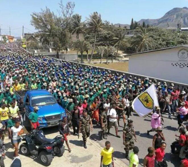Demonstration de force du commandant Faneva de la gendarmerie, répondant sous les ordres de A. Rajoelina. Une armée de milice de 6.000 hommes.