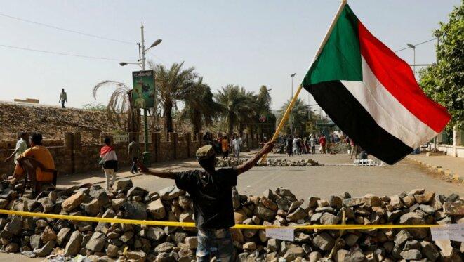 Barricades autour d'Al-Qyada, le 30 avril. / Umit Bektas, Reuters.