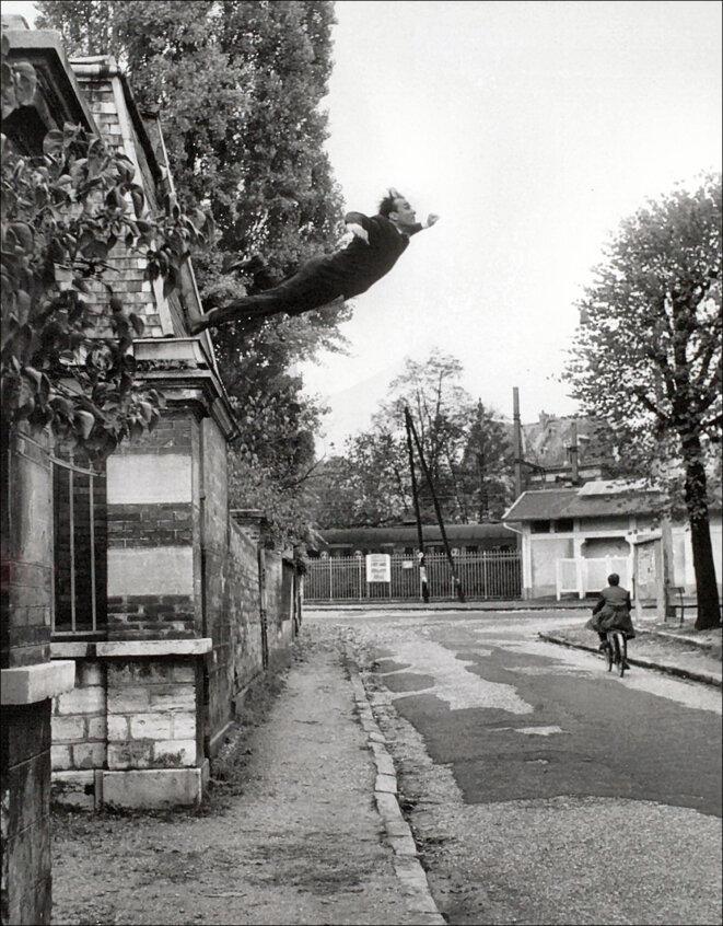 Le grand saut dans le vide du peintre Yves Klein