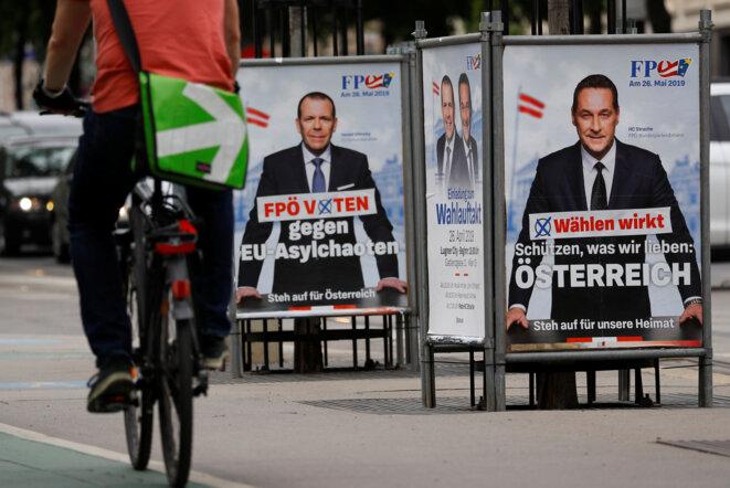Des affiches de campagne du FPÖ, avec Heinz-Christian Strache à droite. © Reuters /Leonhard Foeger