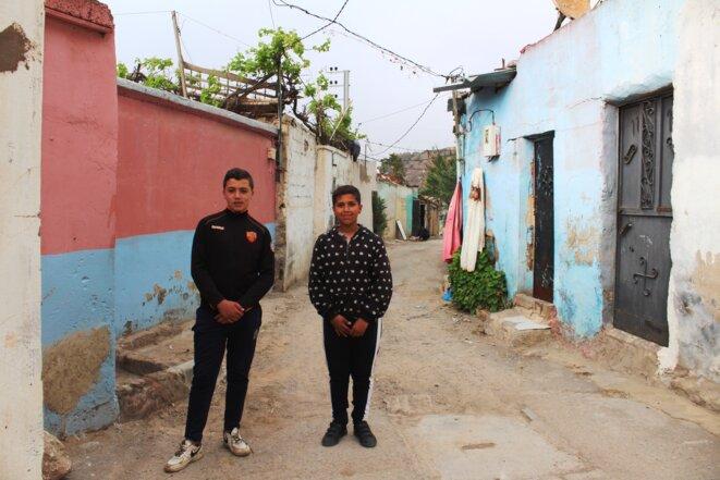 Aymen et Mohamad sont voisins mais aussi camarades de classe. © Nejma Brahim