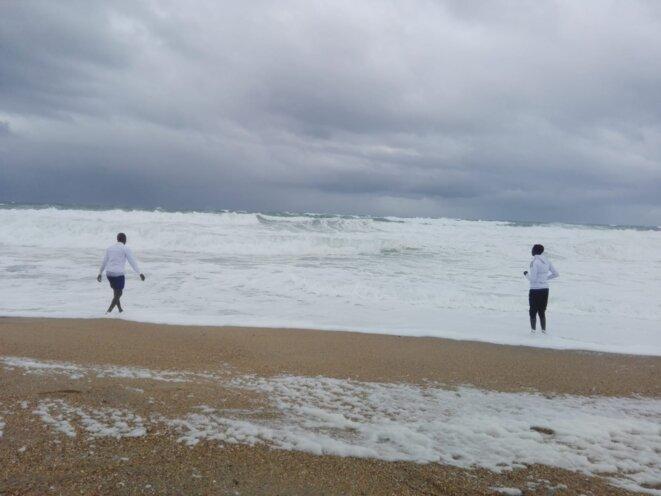 Abdulwahid et Faisal à la plage de la chambre d'amour à Anglet