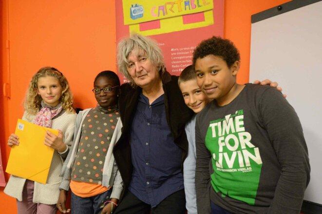 Higelin et les enfants d'Ivry dans le studio Radio Cartable en 2013