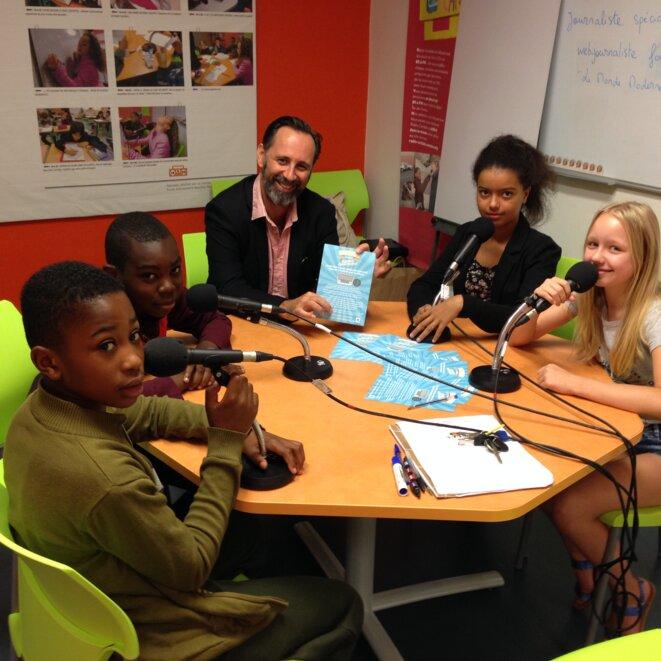 dans le studio de Radio Cartable, installé dans l'Ecole M.Thorez à Ivry