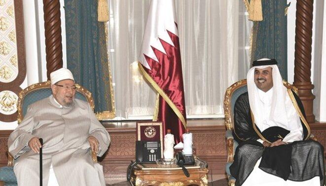L'Emir du Qatar avec Youssef al-Qaradawi, le guide spirituel des Frères Musulmans