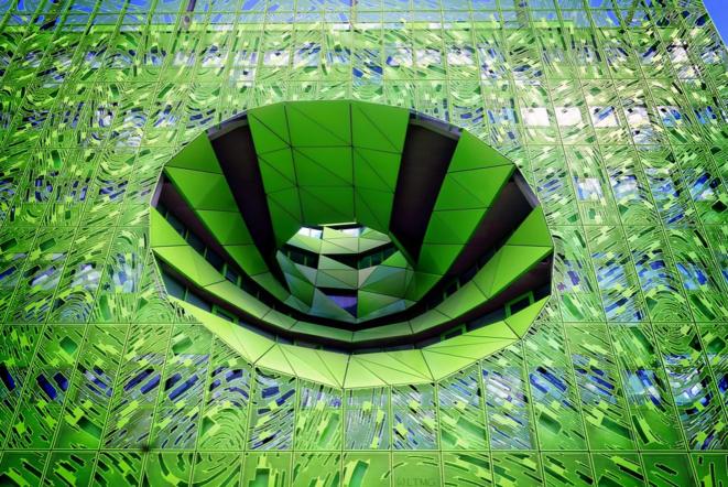 Green cube © Luna TMG