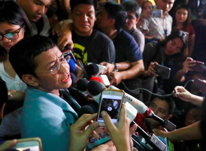 Maria Ressa après sa première arrestation et une nuit en prison, le 14 février 2019, à Manille. © Reuters