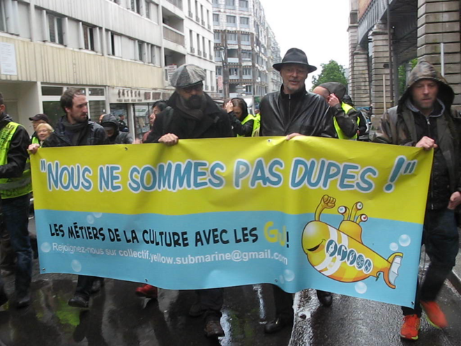 Nous ne sommes pas dupes. Le collectif du monde de la culture, Yellow Subamrine, défilait à Paris, le 11 mai 2019 © Wolf Wagner
