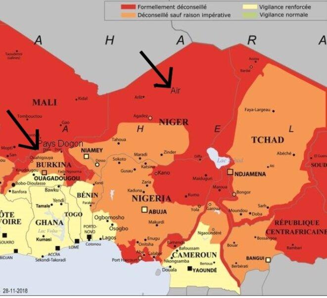 Carte des risques en Afrique, détail, encore en ligne le 12 mai 2019 : le Bénin n'est pas en zone rouge, ni même déconseillé là où l'enlèvement a eu lieu. J'ai rajouté deux indications avec flèches pour l'Aïr et le Pays Dogon que j'évoque dans ce billet [capture d'écran YF]