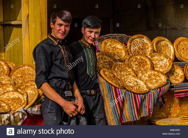 Jeunes boulangers ouïghours.