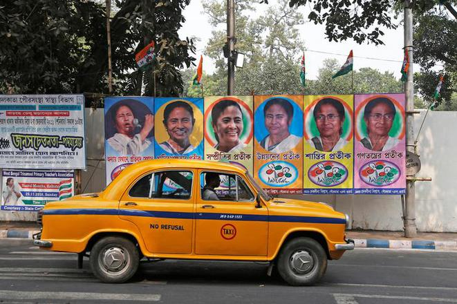 Des portraits de Mamata Banerjee, ministre en chef de l'État du Bengale-Occidental. © Reuters