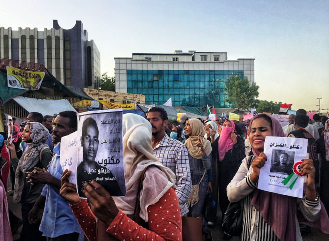 Numerosas manifestaciones son organizadas para pedir justicia para los mártires de la revolución, asesinados por las fuerzas de seguridad leales a al-Bashir. © OM