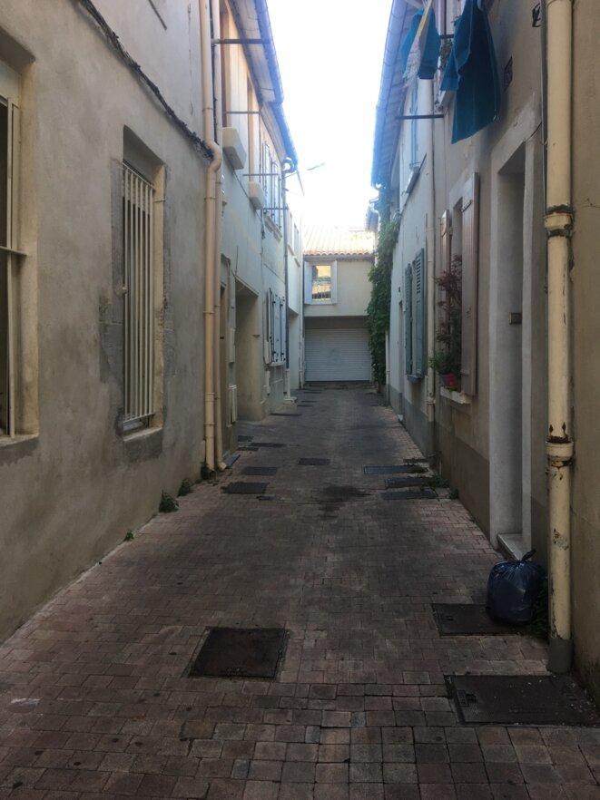 © «Au fond de la rue, elle, l'ange !» photo Avignon13/5/19 Iphone KT