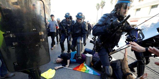 Genviève legay, après sa chute à Nice le 23 mars 2019 © Le Monde
