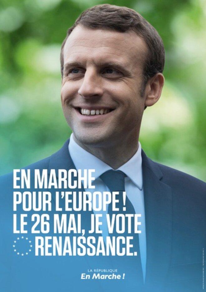 """""""Un dirigeant incompétent et en difficulté, pour qui la grande majorité des électeurs n'éprouve que méfiance et aversion. Une économie chancelante […]. Une opposition regonflée à bloc. D'énormes manifestations. Des querelles avec des partenaires européens. Le gouvernement paralysé et l'opposition ragaillardie"""", décrit The Spectator, dans son dernier numéro, avant d'ironiser : """"[Non], ce n'est pas Theresa May, mais Emmanuel Macron […]."""" Extrait Courrier international © DR"""