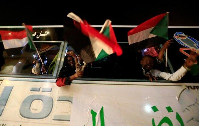 Des manifestants venus du Darfour arrivent en bus à Khartoum, le 30 avril 2019. © Reuters