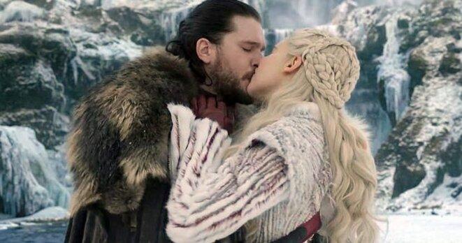 une-kiss-jon-daenerys-696x366