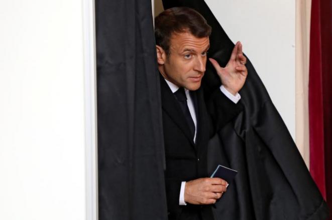 Emmanuel Macron votando en el Ayuntamiento de Touquet (Pas-de-Calais), el 26 de mayo de 2019. © Reuters