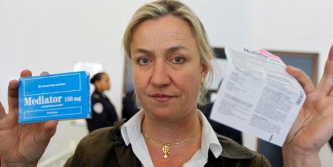 Irène Frachon montre une boîte de Mediator, le 14 mai 2012. © Reuters