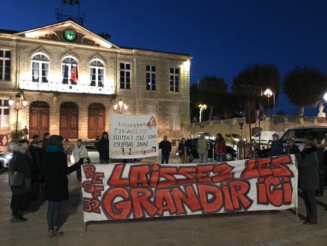 Cercle du silence, en soutien aux familles sans papiers, dans de nombreuses villes en France. Ici, à Auch [Photo YF]