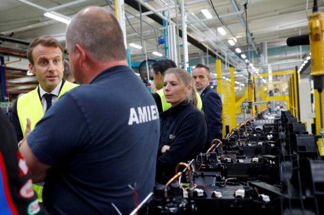 Emmanuel Macron en visite dans l'usine Whirlpool, le 3 octobre 2017. © Reuters/Philippe Wojazer