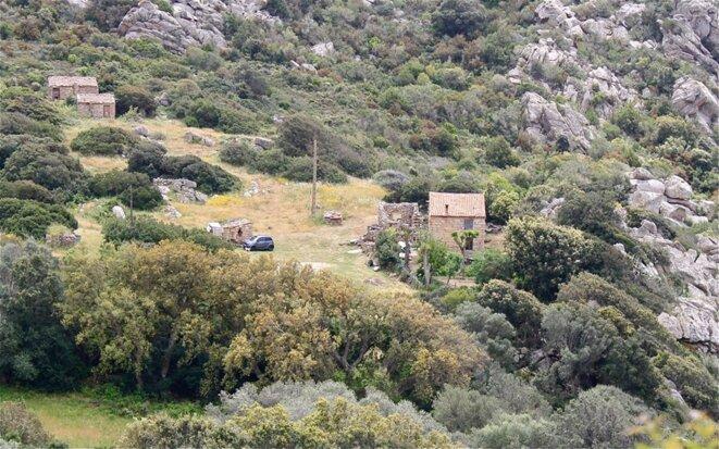 Maison isolée au coeur du maquis à Serra Di Ferro © Patrice Morel (mai 2019)