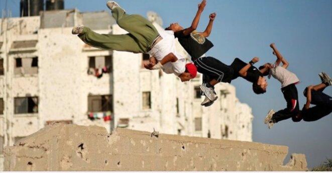 LE PARKOUR D'AL QODS: UNE ACROBATIQUE DE RÉSISTANCE AU DESSUS D'UN FOYER D'ANKYLOSE -E'M.C. © Palestine - E'M.C.