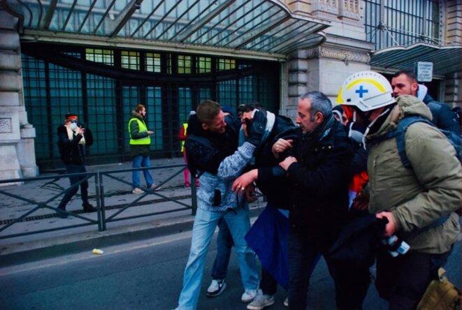 Paris le 05/01/2019. Manifestant blessé par un flashball LBD 40 au niveau des yeux © Pierre Thomas/IPR