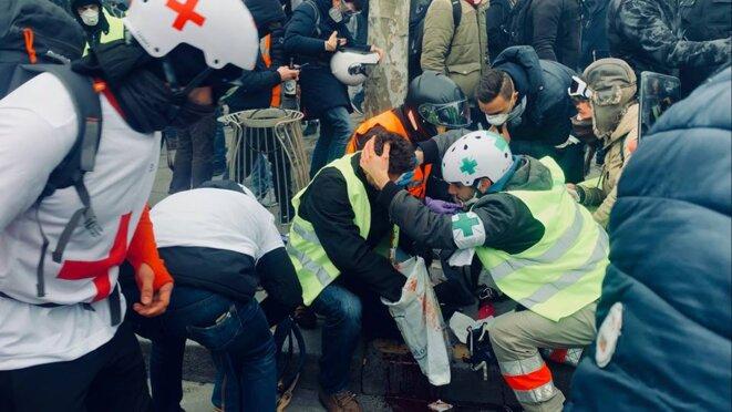 Paris le 12/01/2019. Manifestant touchée au niveau des yeux par un LBD 40 © Pierre Thomas/IPR