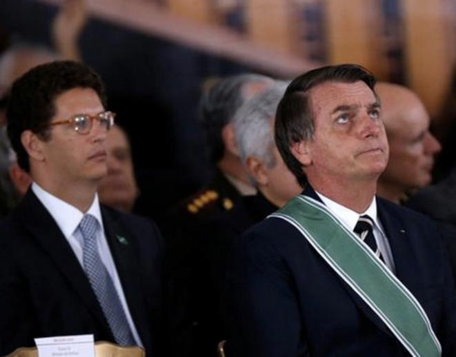 Le président Jair Bolsonaro et son ministre de l'environement Ricardo Salles à Brasilia, le 11 janvier 2019. © REUTERS/Adriano Machado