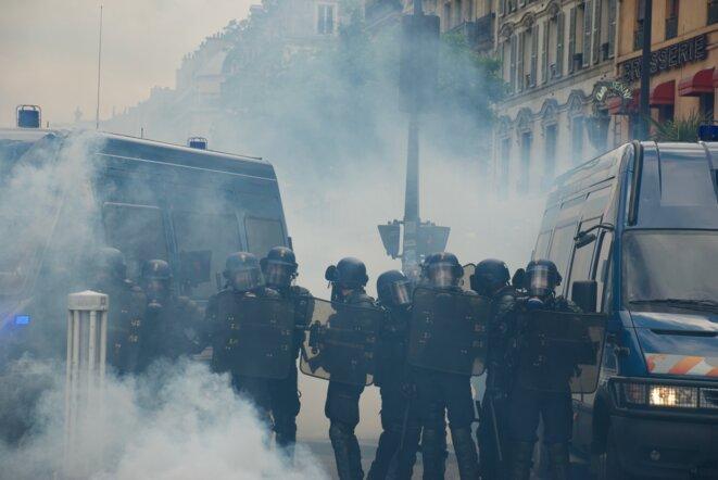 Les gendarmes se retrouvent victimes de leurs propres tirs de gaz CS. Paris le 25/05/2019 © Pierre Thomas/IPR
