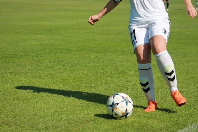 Adversaire, football féminin © Julien Manival