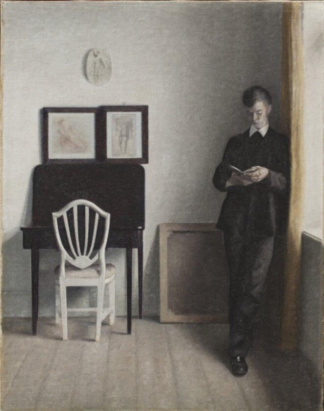 """Hammershøi, """"intérieur, jeune homme lisant"""""""