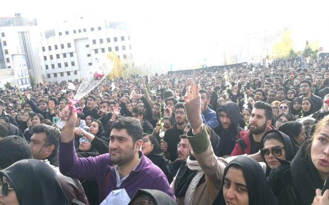 iran-demonstration-and-protest-of-azad-university-students-for-the-second-consecutive-day-2-min