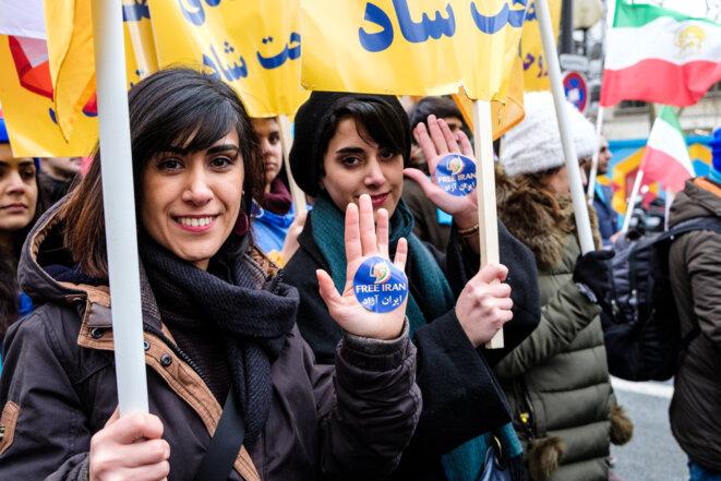 Des Iraniennes manifestent à Paris pour un Iran libre le 8 février 2019