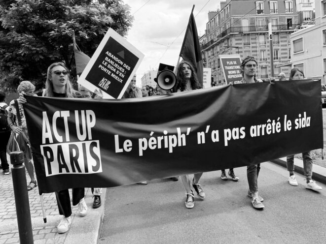 Cortège d'Act Up-Paris lors de la 1ère Marche des Fiertés des banlieues à Saint Denis (photo Act Up-Paris)