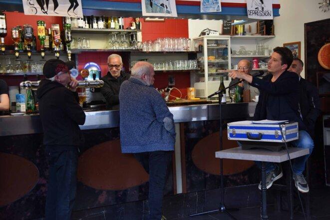Guillaume Clayssen  au bar de chez Juliette © Claire PatrisGreen