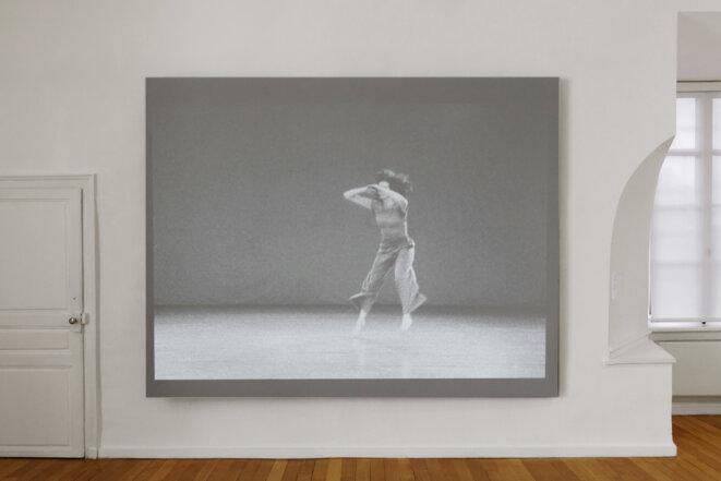 """Babette Mangolte, """"Water Motor"""", 1978, vidéo, noir et blanc, muet, Spaces to SEE. Musée d'art contemporain de la Haute-Vienne, château de Rochechouart, 2019. © Babette Mangolte, Photo : Aurélien Mole"""