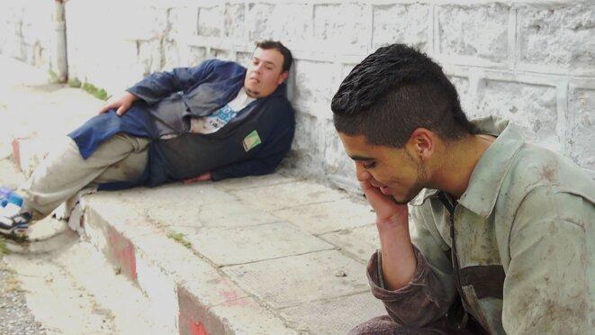"""© """"Dans ma tête un rond point"""", Hassen Ferhani, Allers retours films"""
