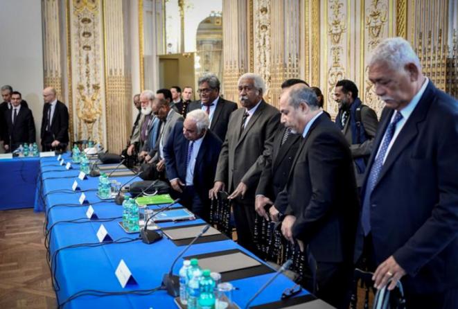Roch Wamytan (au centre), à Matignon, en mars 2018. © Reuters