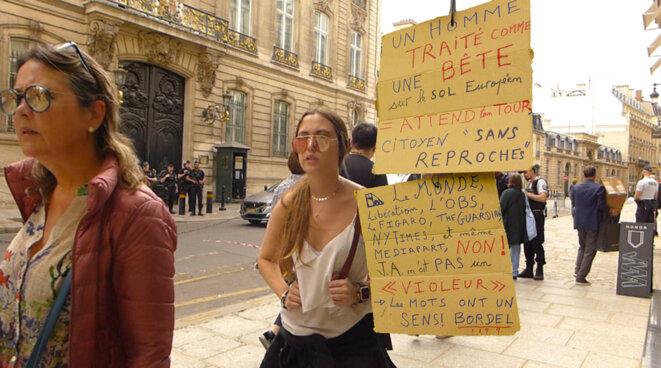 Devant l'ambassade de Grande Bretagne à Paris, contre l'extradition de Julian Assange. 14 Juin 2019. © Basic_FreeOfUse