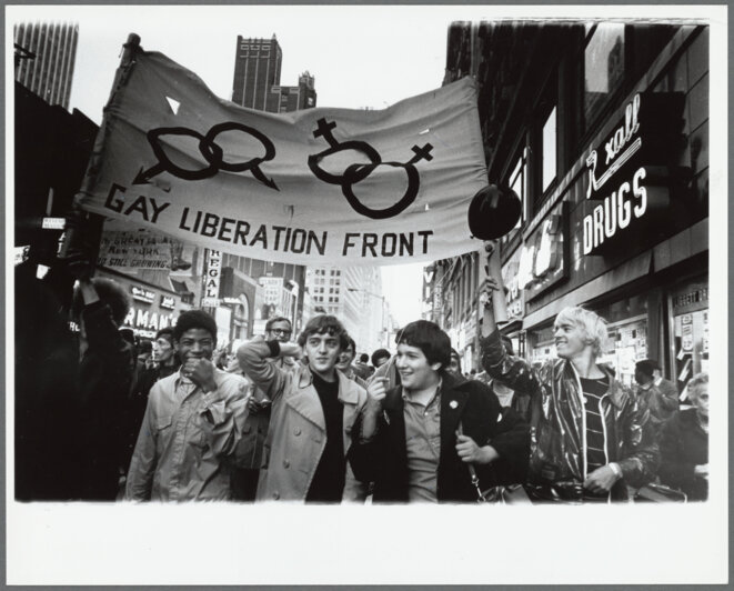 Manifestation du Gay Liberation Front, New York, 1970. A droite, Jackie Hormona, en première ligne à Stonewall. © New York Public Library, Manuscripts and Archives Division