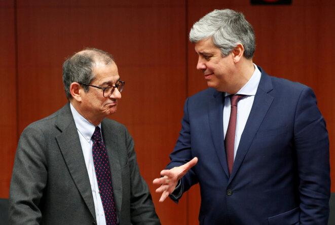 Le ministre italien des finances Giovanni Tria et le président de l'Eurogroupe, Mario Centeno. © Reuters
