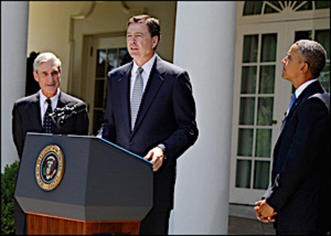 Comey en 2013 avec Robert Mueller et Barack Obama. (Wikimedia Commons)