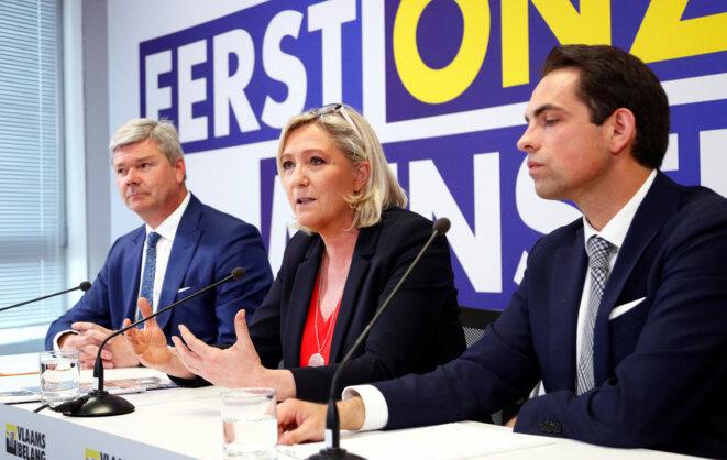 Marine Le Pen avec ses alliés du Vlaams Belang belge, le 5 mai 2019 (à droite, le président du parti, Tom Van Grieken). © Reuters