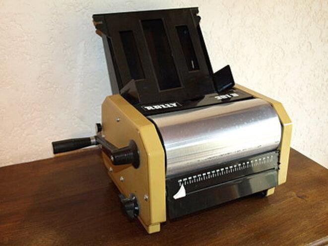 440px-machine-a-polycopier-a-alcool-4