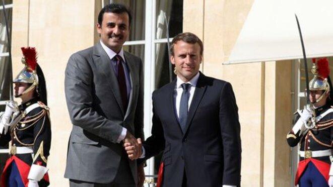 L'Emir du Qatar reçu avec les honneurs par Emmanuel Macron