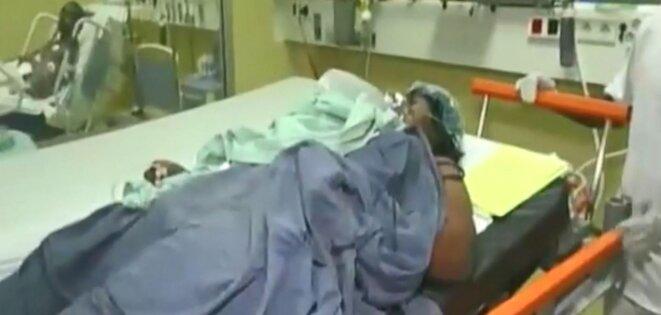 image de la personne opérée dans le bloc opératoire