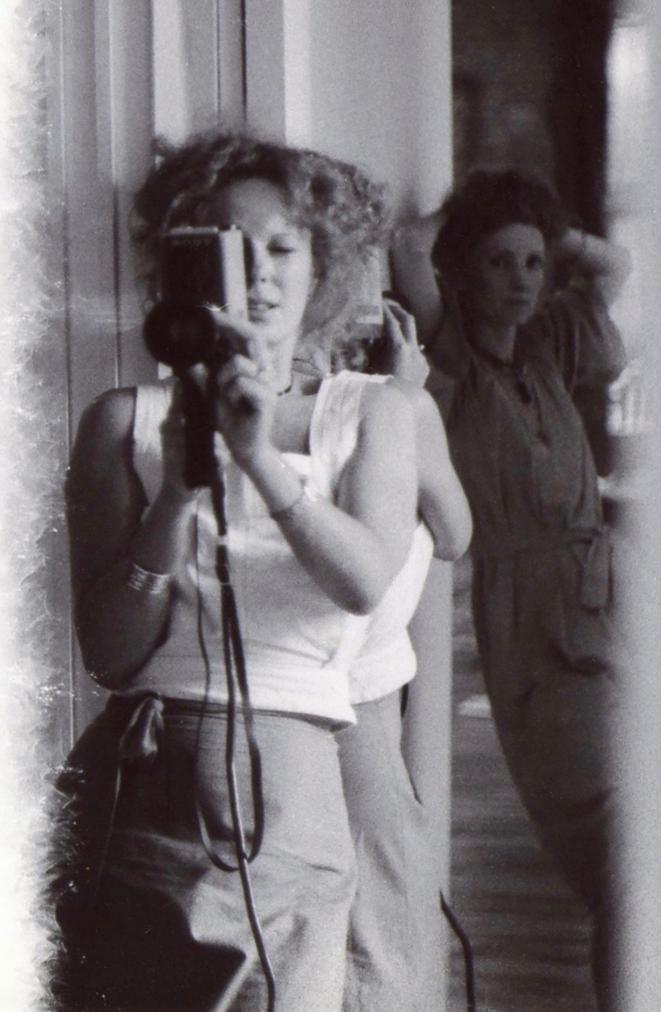 Delphine Seyrig et Maria Schneider durant le tournage de «Sois belle et tais-toi» (1975) © Duncan Yougerman - Archives