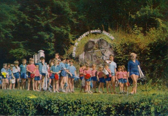 Entrée du centre de vacances Marcel-Poullain à Cuzy (Saône-et-Loire), 1966. © Collection des archives municipales de Pierrefitte-sur-Seine